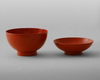 最もお椀らしい形を追求し、生まれた「THE 椀」シリーズ。  蓋付き椀ですが、蓋は小皿として使えるよう機能美ある美しいデザインに。 科学塗料を使わず、職人技によって丁寧に作られています。  高価ですが、万が一割れたり欠けたりしても、リペアしてもらえるので一生モノですね。