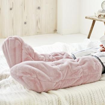 早く寝たいのに足先が冷えてなかなか寝付けない。そんな方は、足用の寝袋でしっかりと冷えを取りましょう!内側はふわもこボア素材なので、足全体が包まれて気持ち良い♪朝までぐっすり快眠できる冬のマストアイテムと言えるでしょう。