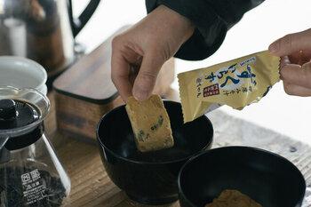 明治35年創業の長野県の善光寺近くにある信州味噌の老舗「すや亀」。地元の方のみならず全国にもファンが多い、本来の味わいを堪能できる味噌を作り続けている老舗の味噌屋の、化学調味料なしのフリーズドライのみそ汁「ずくいらず」。