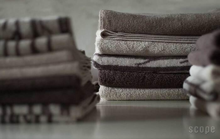 吸水性・コシ・耐久性の良さ…デイリー使いにふさわしい、厚すぎず薄すぎず絶妙な厚みのスコープの定番タオル。  冬のお洗濯でも乾きが早いから、遠慮なく使えるタオルです。  ナチュラルで落ち着いた雰囲気のアースカラーが、今季の新色。 全柄集めるとグラデーションのように美しく並び、タオルラックもおしゃれに◎