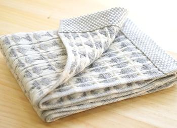 麻とオーガニックコットンのワッフル織りだから、肌に張り付かずさらりとした使い心地です。  また、吸水性と速乾性に優れているので、デイリー使いにぴったり。