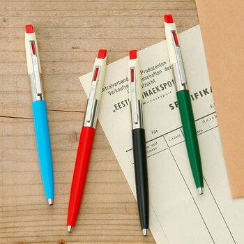 ハンガリー生まれの文具ブランド「ICO」で販売されている、70年代風のデザインボールペンです。レトロ感漂うクリーム色をベースにしたカラーリングがとてもかわいいですよね。 握ると懐かしさを感じるクリップの質感で、少しノスタルジックな気持ちになれるかもしれません*