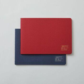 自分のアイディアをグッと深めたいときに使いたい「kleid」のノート。独自の2mm方眼と横長設計で、列や境界などを気にすることなく自由にたっぷりメモを取ることができます。シンプルで味わいのあるデザインは、使い込むほど自分らしさが出て◎