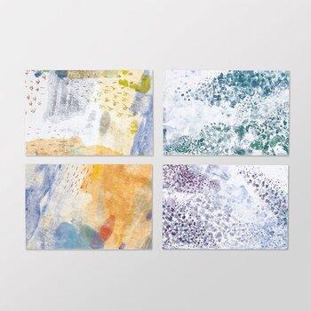 鮮やかな「festival」と美しく流れるような「swimmy」、それぞれ4柄ずつ8種類のデザインが展開されています。どれも水彩画のように柔らかい色合いに仕上がっており、癒し効果も抜群。風合いのある紙が使われているため、優しい手触りを楽しめるのも魅力です。