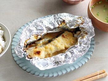 さわらや真たらなどの白身魚に味噌とゆずジャム、みりんを塗り、焦げ目がつくまで焼いたら完成です。味噌とゆずジャムを組み合わせるだけで、料亭のような上品な味わいに。手軽に作れるので、忙しい日にもおすすめです。
