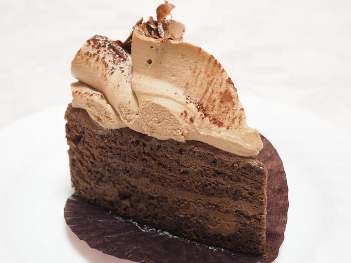 チョコレートのスポンジと、ふんわりとしたミルクチョコレートのムースを10層に重ねが「ガトータミナ」も人気。どのチョコレートケーキも、手間と時間を惜しまず作られていることが伝わってくるものばかり。営業日をご確認のうえ、足を運んでみてください。