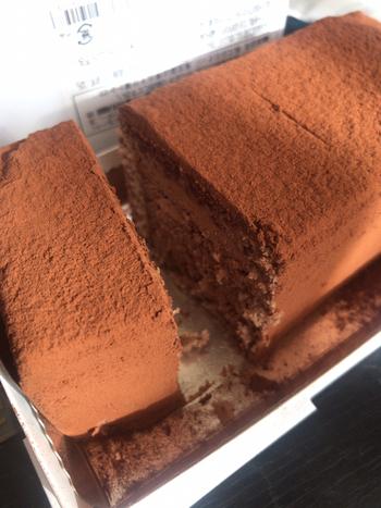 """一瞬で溶けると評判の「生チョコレートケーキ」も一度は食べてみたい逸品です。""""トリュフチョコレートのように口に入れるだけで自然と溶けていくおいしさ""""がコンセプト。"""