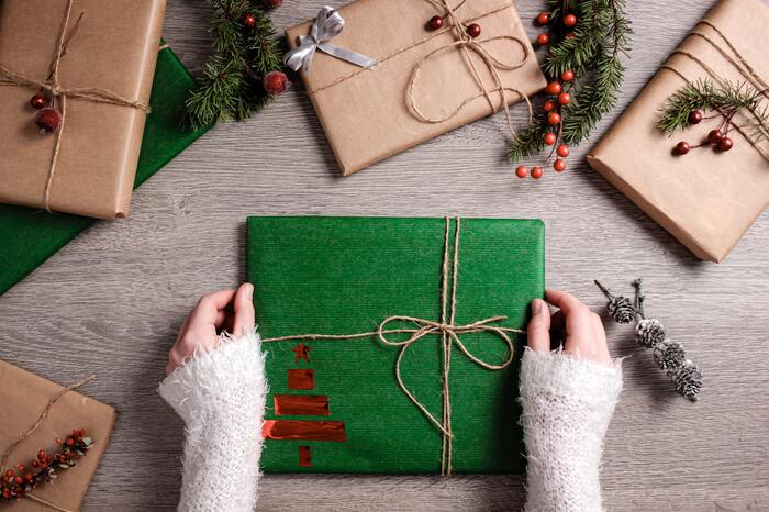 誕生日やクリスマスなど、行事を控えている時に贈り物を考えるという人も多いはず。「あの人に似合うもの」「欲しそうにしていたもの」などを、すきま時間に考えておくと、贈り物を焦って決めることも減るかもしれません。