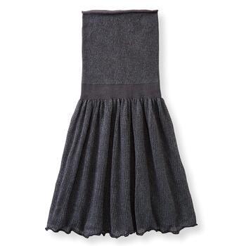 冷えが気になるお腹から太ももまですっぽり包み込んでくれる毛糸スカート。軽やかな素材と着心地で、長時間のお出かけも快適に。着膨れしないデザインなので、風を通しやすいスカートやワンピースもきれいに着こなせますよ。