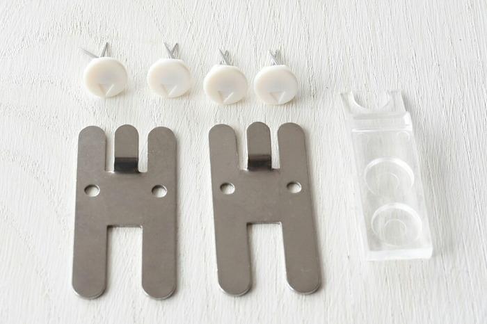 それぞれペグウォールには付属で、フック2個、フックを固定するためのピン4個と、ピンを抜くリムーバーが1個が付いています。