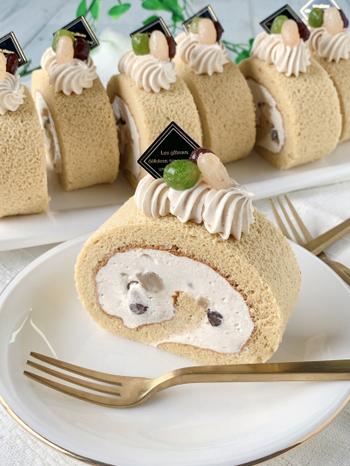 豆乳ホイップとノーコレステロールの製菓用ごま油を使ったきな粉ロールケーキ。きび砂糖がやさしい甘さで、きな粉の味わいにマッチします。満足感のあるロールケーキも、豆乳ホイップを使っていれば罪悪感なく食べられそう。