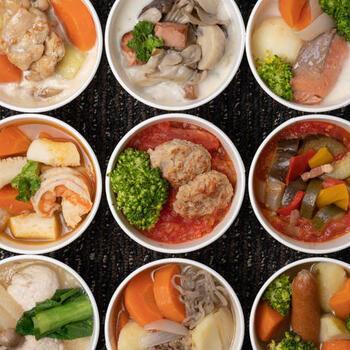 このほかにも、鮭と野菜、ブイヤベース、スープ肉じゃがなど、おかずスープ9種のバラエティセットもおすすめ。ちゃんとごはんが作れない日も、これがあれば栄養バランスが整います。一食当たり、100~200kcalほどでヘルシーなのもポイント!