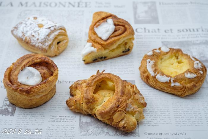 店内には、デニッシュ生地を使った様々な種類のパンがあります。本場デンマークの学校でパンを学んだ店主が、昔ながらの製法を守り続けて作るパンはどれも絶品。
