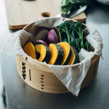 熱に強いため、蒸し布として使っても◎出汁をとったり、野菜の水気を切ったりするにも便利で、料理の頼もしい味方になりますよ。