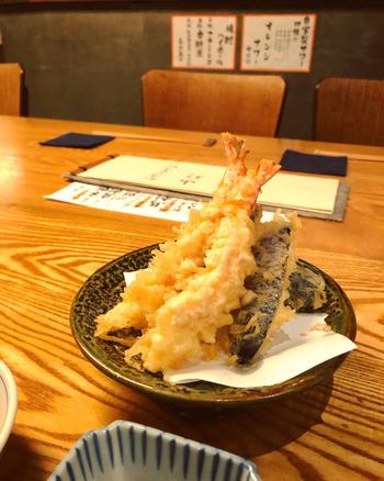 お蕎麦と一緒に楽しみたい天ぷらもサクッとしていて美味!どれを頼んでも外れがないので、いろいろなメニューに挑戦してみたくなります。