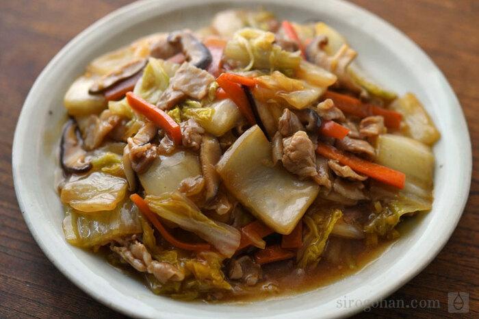 ご飯が進む...と言うより、止まらない「白菜と豚肉のうま煮」レシピ。具材たっぷり、煮汁控えめ、餡がトロリと絡んで最高です。難しく感じがちな「上手なとろみの付け方」も紹介されているので、ぜひ参考にしてみてくださいね。
