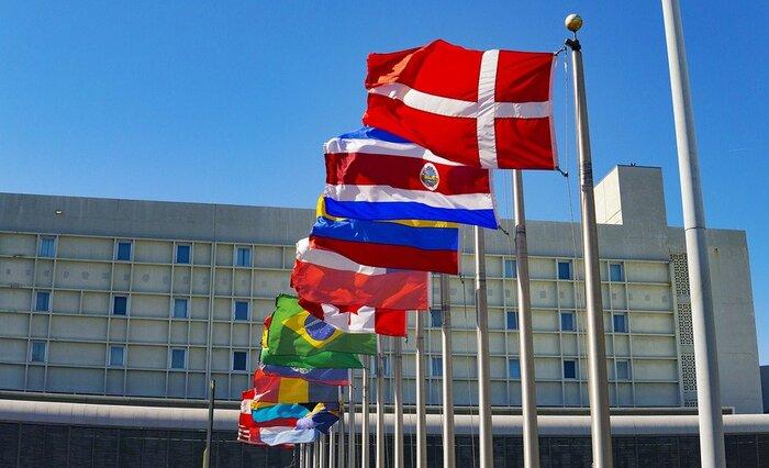 世界の国の数は2021年1月現在、196。それぞれの国にはいろいろな歴史や特徴がありますよね。そうした国々の「観光大使」になった気持ちで、担当国を、家族に紹介する発表会をしてみてはいかがでしょう。