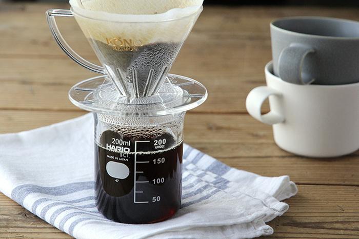 コーヒーサーバーとして愛用している人が多いのが、「ハリオ(HARIO)」のビーカー。耐熱なので、電子レンジで加熱しても大丈夫。