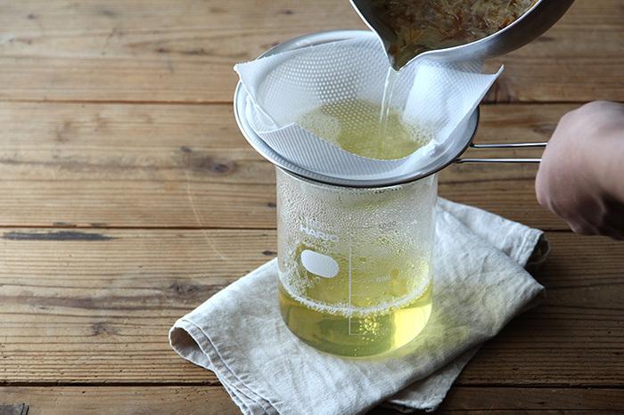 このようにメモリが付いているので、コーヒーやお茶を淹れる際、安定の味わいを追求したい時に便利です。このように出汁を取る時にも活躍しますよ。