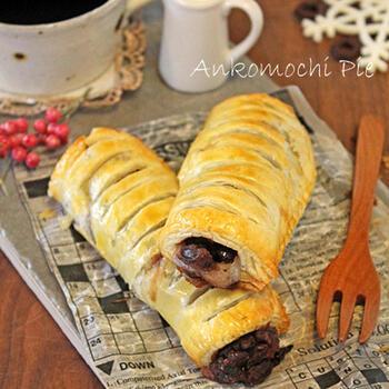 市販の冷凍パイシートにお餅とつぶあんを巻けば、サクサクのあんこパイに!閉じ口には卵黄を使っています。