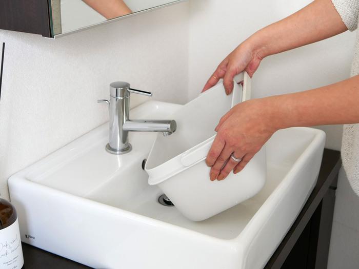 便利な点は、洗面所で使えるコンパクトさと適度な深みです。ちょっとした洗い物、漬け置き、子供の上履きなどを洗う際に役に立ってくれます。