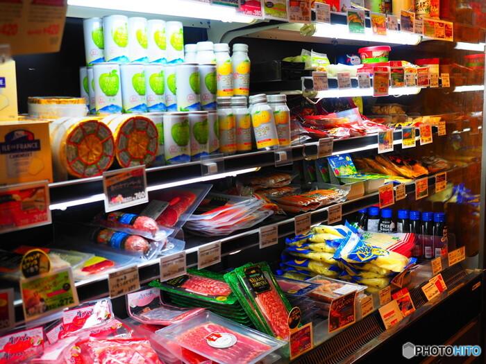 次のステップでは、お休みの日に、家族でスーパーにおでかけして、さまざまなマークを探してみましょう。知らなかったマークとの出会いにときめいたり、商品を選ぶ新たな基準となったりもしますよね。環境に配慮した商品を選ぶことは、子供たちの未来をより素敵なものにすることにつながります。