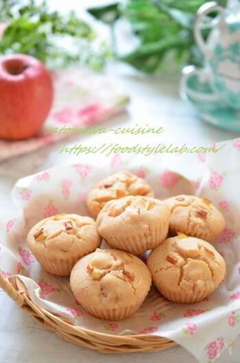 米粉を使うからふんわりもっちりとした食感を楽しめます。りんごの甘みとシナモンの香りで、砂糖ひかえめでもほんのり甘くておいしい。