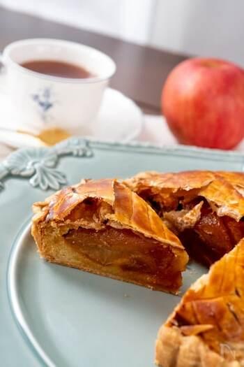 冷凍パイシートを使ってつくるお手軽アップルパイ。パイシートが安いときに買い置きしておくと、食べたいときいつでもつくれちゃいます。