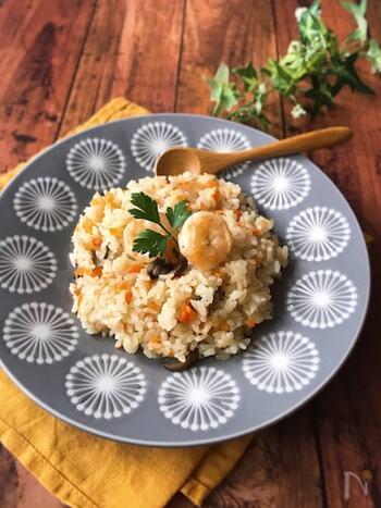味付けはコンソメと塩こしょうだけのシンプルさ。パパっとつくれて一皿で満足だから、忙しい日の夕食にも。