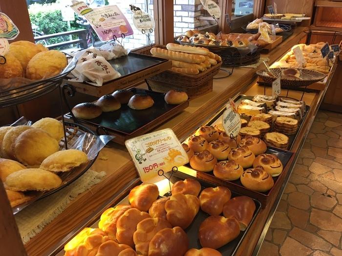 クリームパンやあんぱんなど、昔ながらのパンもたくさん並んでいますよ。種類が多く、どれにしようか迷ってしまうほど。家族みんなで下町の味を楽しんでみてはいかがでしょうか?