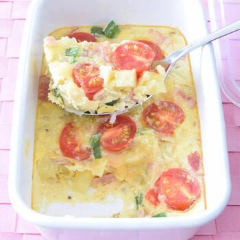 お野菜がたっぷりのスパニッシュオムレツは、これひとつで栄養抜群!前菜として、朝食やブランチにも取り入れたいレシピです。ホーローなら、具材を入れたらオーブンで一気に作ることができますよ♪
