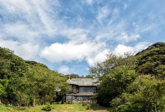 鎌倉の三大洋館の一つと言われる「古我邸」。以前は個人宅として非公開でしたが、2015年に改修工事を経てフレンチレストランとしてオープンしました。