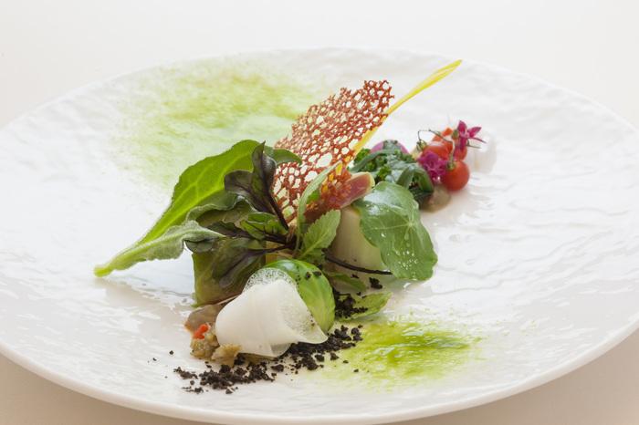 自家菜園の野菜を使ったお料理は、見た目も美しく、一つ一つの食材の美味しさを最大限に引き出しています。