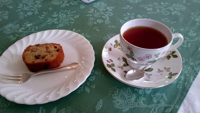 メニューは、紅茶やコーヒーなどの飲み物と、フルーツケーキがあります。ウェッジウッドのカップが気分をさらに盛り上げてくれますね*