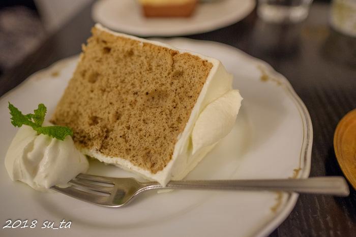 お得なケーキセットもあります。こちらは人気のシフォンケーキ。美味しい紅茶と一緒にゆっくり味わいましょう♪