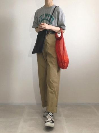 エコバッグと小ぶりなバッグを素敵に併せ使い!組み合わせコーデ術