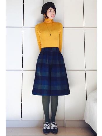 タイツの色は、柄物スカートのうちの一色を選べば失敗がありませんね。