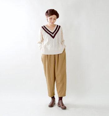 パンツの裾からわずかに覗くブラウンのタイツ。帽子の色とさりげなく合わせているのがお洒落さんならではのこだわりですね。