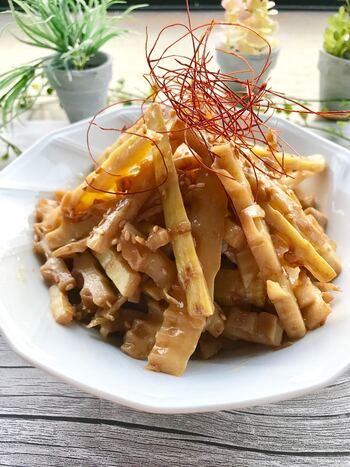 孟宗竹より収穫が遅い淡竹のたけのこ。孟宗竹よりアクと香りが少ないのが特徴です。香りが少ない淡竹は濃いめの味付けのメンマにはもってこいの食材です。  淡竹が手に入ったら自家製メンマを作ってみてくださいね。