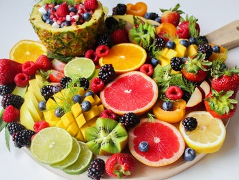 おしゃれで簡単にデリ惣菜。旬の果物を使った季節別「フルーツサラダ」レシピ