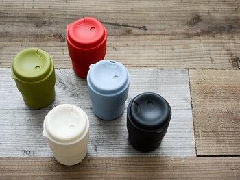 テイクアウトコーヒーのカップのような、スタイリッシュなデザインが特徴的なタンブラー。樹脂製で軽く、持ち運びもしやすいのに、350mlとしっかりした容量を兼ね備えたアイテムです。