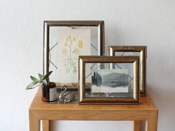 ナチュラルな木製やスタイリッシュな金属製などフレームの質感によっても印象が変わります。ナチュラル系やアンティーク風など、部屋のイメージに合わせて選んでみましょう。