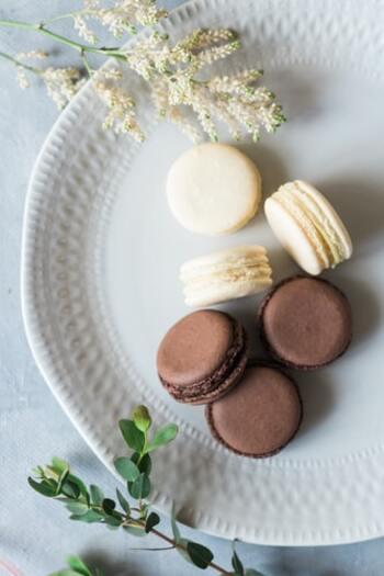 冬季うつには「過食」の症状も見られます。特に甘いものが異常に欲しくなり、もうお腹がいっぱいなのにチョコレートを食べ続けてしまう…なんていうことも。