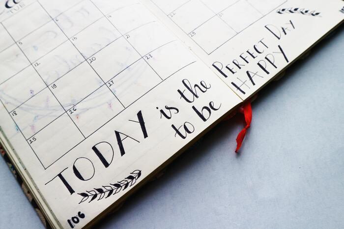 「今日は使い過ぎたから明日は控えよう」などアバウトな管理だと、結局いくら使っているのかが把握できません。逆に毎日きっちり管理し過ぎても、それがストレスになってしまい挫折の原因につながることも。食費や日用品などの生活費、趣味など自由に使える娯楽費は週単位で管理するのがベターです。