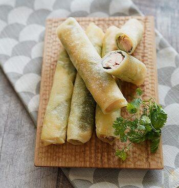 サーモンの旨味と梅の酸味、大葉の香りがマッチした春巻き。チーズを入れることでまろやかさと塩分がプラスされ、調味料なしでもおいしく仕上がります。サクサク感がやみつきになりそう!