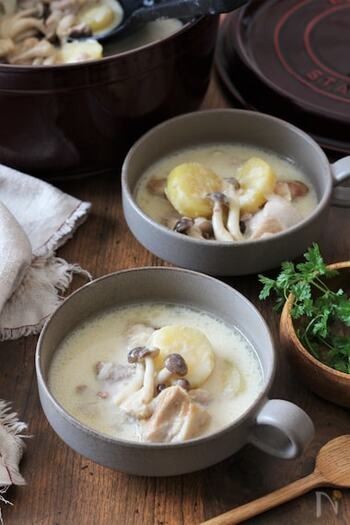 鶏もも肉、さつまいもにきのこ...食べ応えがある具材が入ったシチューのような風格あるスープ。とはいえ、シチューほどこっくりしておらず、さらっとした舌触りで、あっさりいただけますよ。