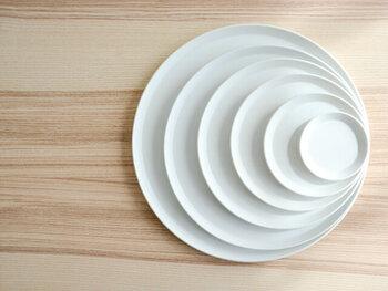 とにかく毎日使いたい!サイズもたくさん揃えたい!という方には、真ん丸で真っ白、Simple is Bestのラウンドプレートがおすすめ。ライフスタイルに合わせて、サイズを選べるのも嬉しいですね。