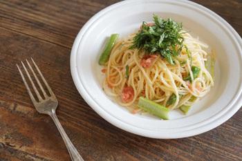 益子焼なのに、イタリアンバルで出てきそうなちょっと厚みがあるどっしりとした一皿。盛りつけられないものはないくらい、オールマイティに活躍してくれます。