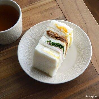ちょっと使える16㎝のお皿なので、毎朝のパンはもちろん、ケーキ皿としても活躍してくれくれそうですね。