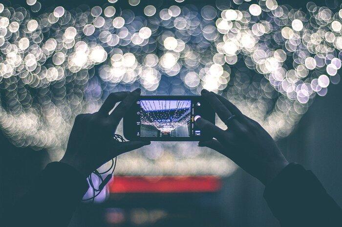 憧れの趣味、カメラ。でも、いきなり一眼レフを買うのは気が引けちゃう……それなら、すでに持っているスマートフォンを活用しましょう◎上手に写真が撮れれば、いろんな可能性が広がります。SNSをはじめてみたり、フリマアプリで物を売ったり。どんどん挑戦していきましょう。